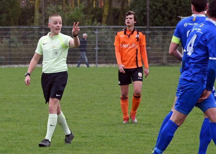 Niels Boel in maart 2019 in actie, tijdens de derby tussen Terneuzense Boys en FC Axel.