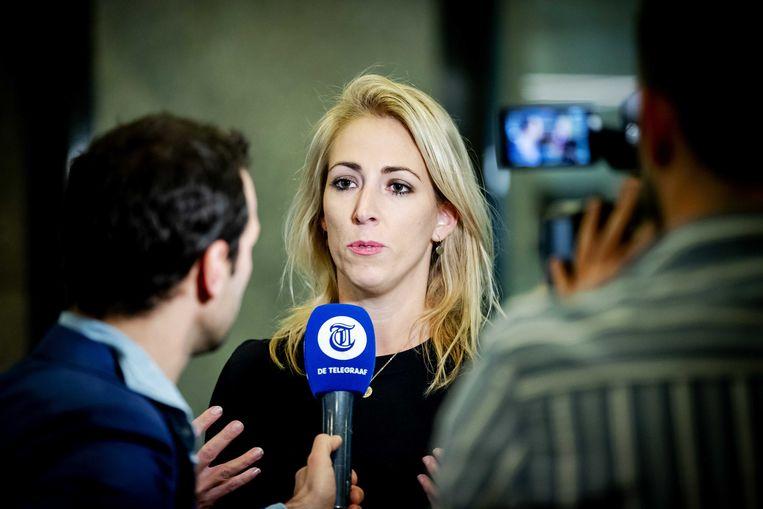 SP-leider Lilian Marijnissen staat de pers te woord in de wandelgangen van de Tweede Kamer.  Beeld ANP