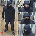 De eerste dader is normaal tot zwaar gebouwd en is ongeveer 1m70 lang. Hij heeft een rond gezicht. Op het ogenblik van de feiten droeg hij een donkere broek, een donkere jas met kap en sportschoenen.