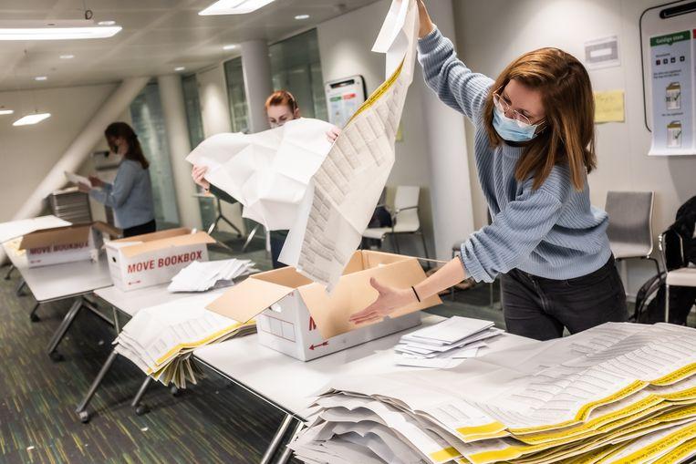 De Kiesraad pleit voor een kleine stembiljet bij volgende verkiezingen. Beeld Joris van Gennip