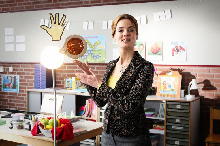 Ilse Warringa als Juf Ank in de televisieserie De Luizenmoeder Beeld AVROTROS