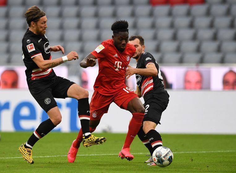 Alphonso Davies (in rood tenue), die zich zich dit seizoen sensationeel ontwikkelde bij kampioen Bayern München. Beeld Getty