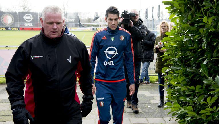Marko Vejinovic (C) na afloop van de training op sportcomplex van Feyenoord. Beeld null