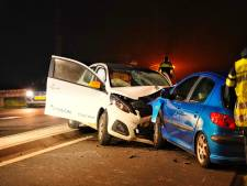 Twee gewonden bij frontale botsing in Rijen