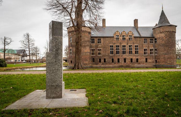 Het werk van Volten in de kasteeltuin in Helmond.