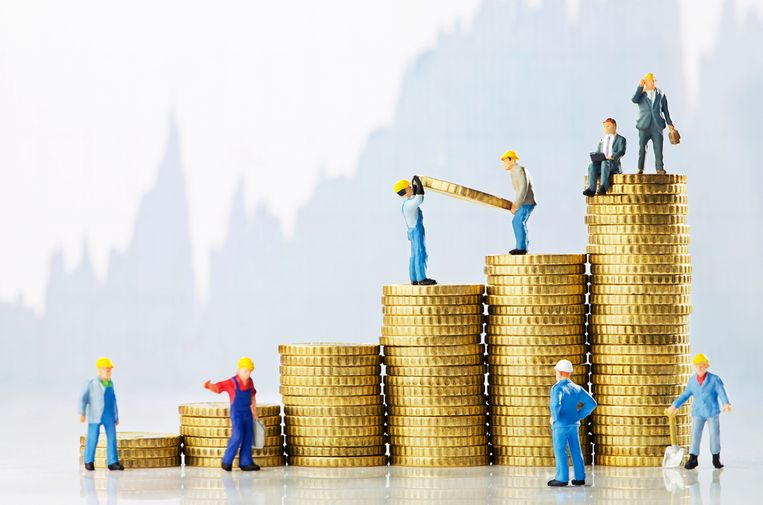 Het financieel voordeel voor ambtenaren schuift op. Beeld Shutterstock