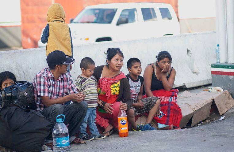 Migranten wachten aan de grens in Tijuana (Mexico)