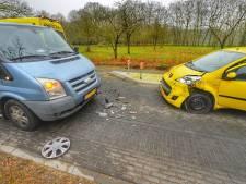 Wegafsluiting in Knegsel na botsing met twee auto's
