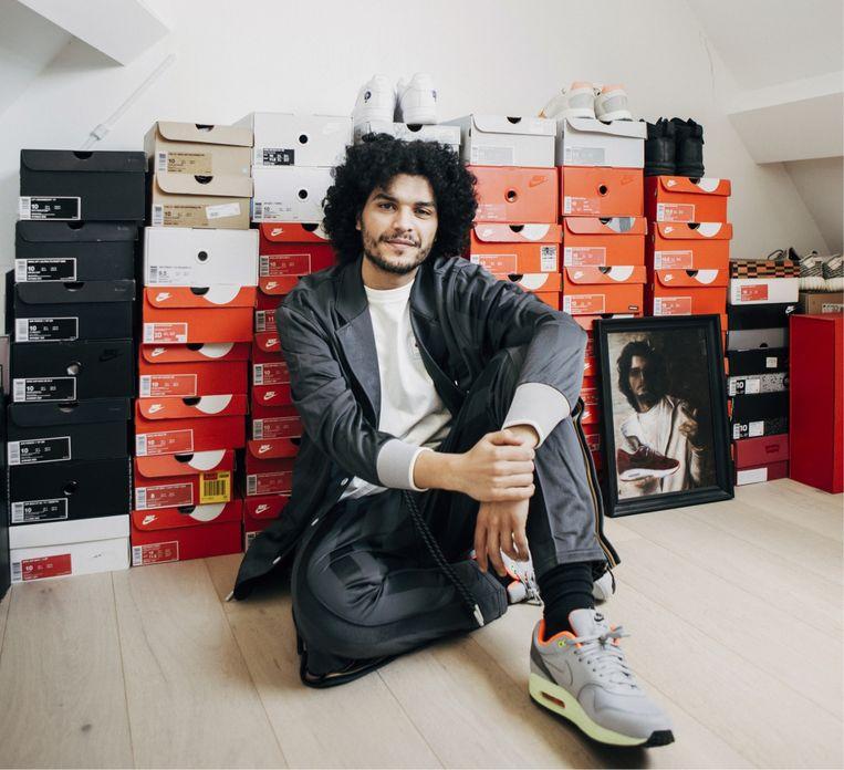 Hakim Chatar: 'De bel blééf maar gaan: allemaal schoenen waarvan ik vaak al niet meer wist dat ik ze besteld had.' Beeld Anton Coene