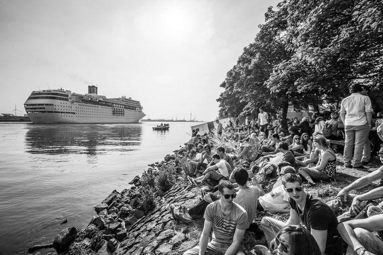 Cruiseschepen varen voorbij op dit 18 uur durende festival Beeld 18hours festival