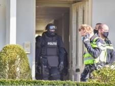 Politie lost waarschuwingsschoten bij aanhouding in Oosterbeek: verdachte (22) springt uit raam en raakt gewond