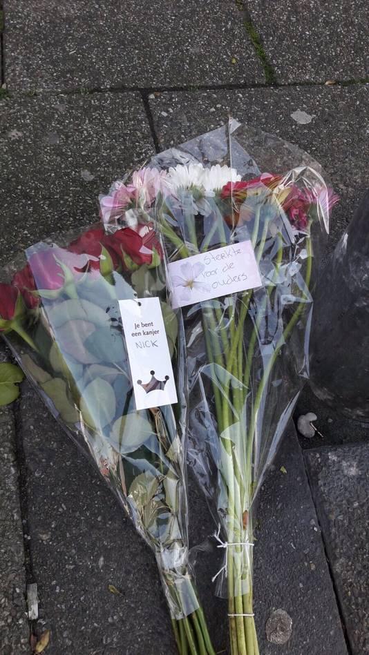 Bloemen  in Zaandam op de plek van de steekpartij.