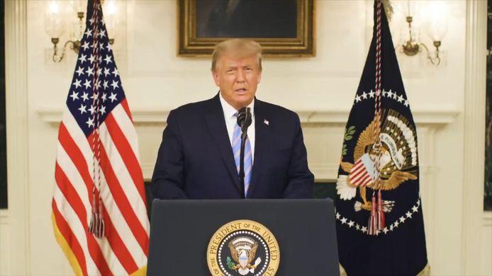 Donald Trump heeft in een videoboodschap eindelijk zijn nederlaag toegegeven en belooft een ordelijke machtsoverdracht.