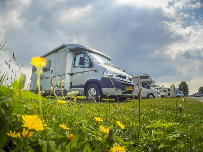 """,,Camperaars willen vrijheid, blijheid. Met blote voetjes door het gras lopen, dat idee"""", zegt Henk Zandstra (NKC)."""
