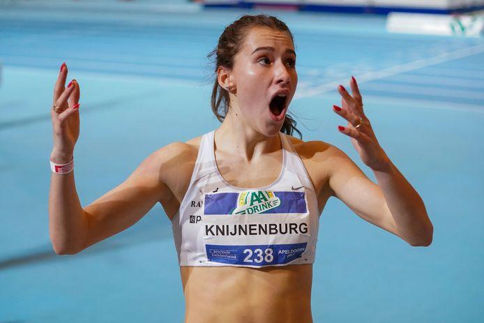 Anne Knijnenburg van AV Oss'78 kan niet geloven dat ze de Nederlands kampioene op de 1500 meter is.