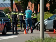 Bestelbusje en auto botsen in Duiven, weg deels afgesloten