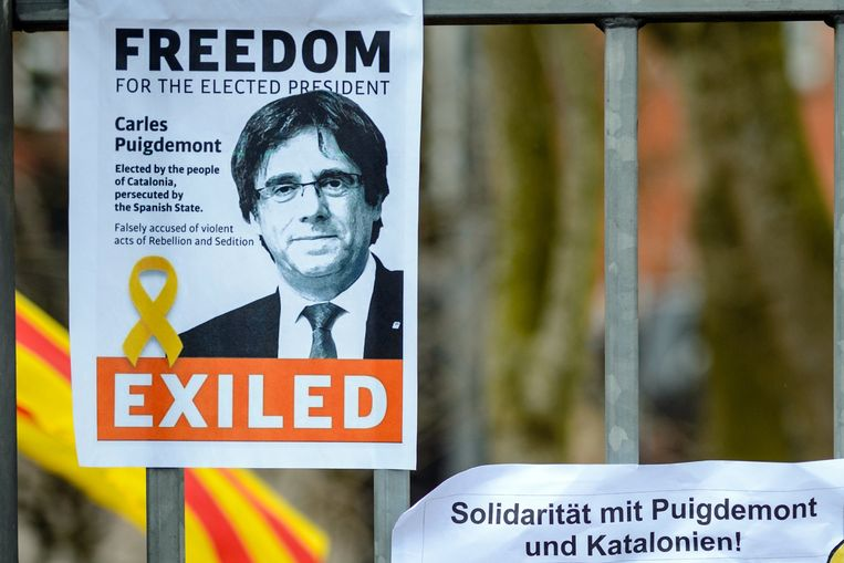 Een meerderheid van de Duitse burgers is gekant tegen een mogelijke overlevering van de voormalige Catalaanse minister-president Carles Puigdemont aan Spanje. Dat blijkt uit een enquête in opdracht van de krant Die Welt. Beeld EPA