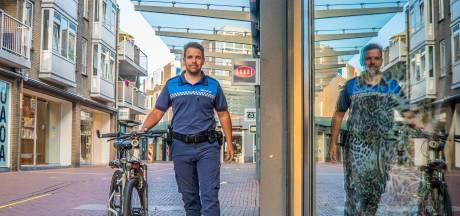 Zoetermeerse boa's starten proef met wapenstok: 'Ze moeten aan strenge voorwaarden voldoen'