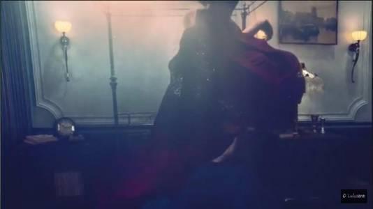 De conservator merkte het schilderij (hier rechtsboven) direct op in de clip van Beyoncé.