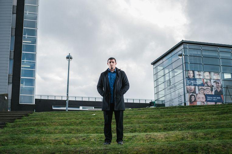 De negentienjarige Yassine Boubout studeert rechten aan de VUB en is een van de vele Belgen met buitenlandse roots die plannen maakt voor zijn vertrek. Beeld Wouter Van Vooren