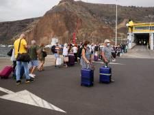 Éruption d'un volcan aux Canaries: l'aéroport de La Palma rouvre mais les vols restent suspendus
