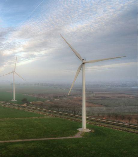Groen licht in Neder-Betuwe voor energieplannen: extra windmolens en zonnevelden langs A15