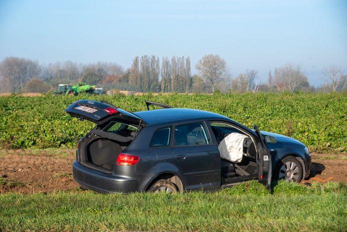 Verkeersongeval Wettersesteenweg Oosterzele: de tegenligger belandde aan de overkant van de weg in een veld.