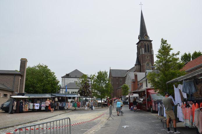 Op de wekelijkse markt in Haaltert zijn de bezoekers niet meer verplicht een mondmasker te dragen. Voor de marktkramers is er wel nog een mondmaskerplicht.