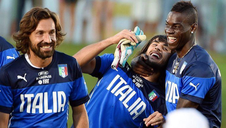 De Italiaanse Andrea Pirlo, Mattia Perin en Mario Balotelli. Beeld epa