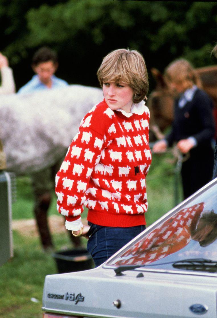 De echte Diana, Princess of Wales, in juni 1981 met de beroemd geworden trui.  Beeld Getty Images