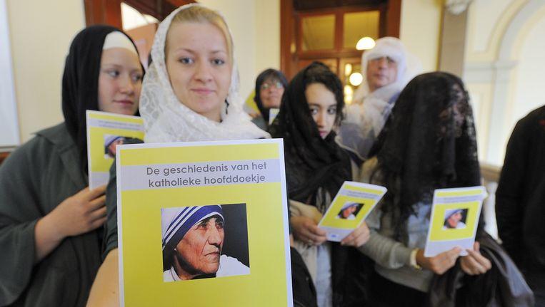 Een actiecomité ter ondersteuning van Imane Mahssan vandaag bij het gerechtshof in Amsterdam. Beeld ANP