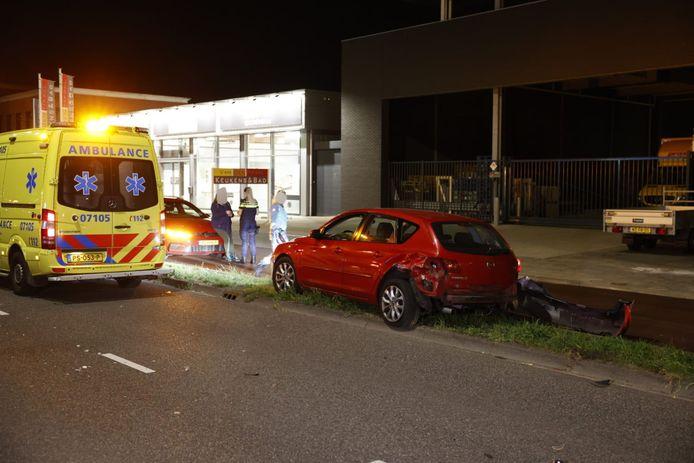 De auto die werd aangereden raakte beschadigd.