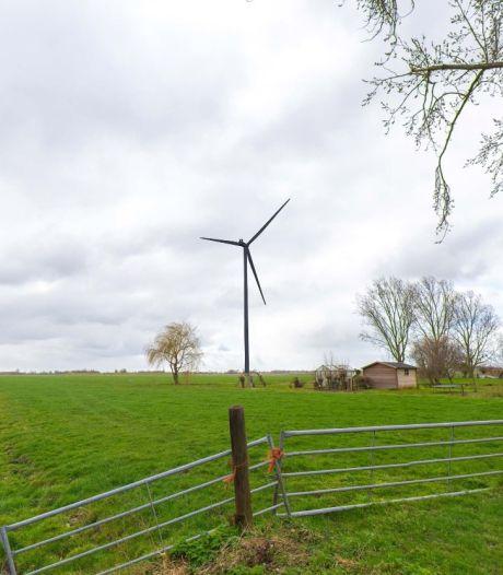 Wil je tv kijken of je auto opladen? Dan ontkom je niet aan 26 windmolens en 2600 voetbalvelden vol zonnepanelen