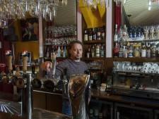 Terras café De Stier in Eibergen blijft dicht: 'Onnozele versoepelingen met risico op méér besmettingen'