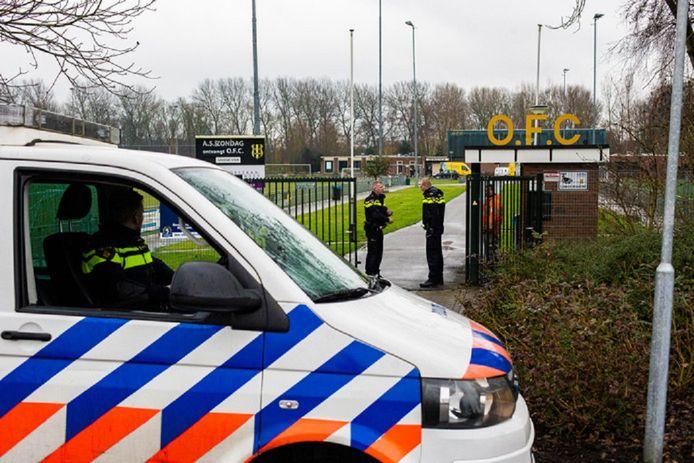 De politie onderzoekt mogelijke verbanden tussen vijf granaten bij OFC-betrokkenen, een beschieting van de auto van een clubsponsor en brandstichting waardoor de auto's van een ex-werknemer van de club en zijn advocaat uitbrandden.