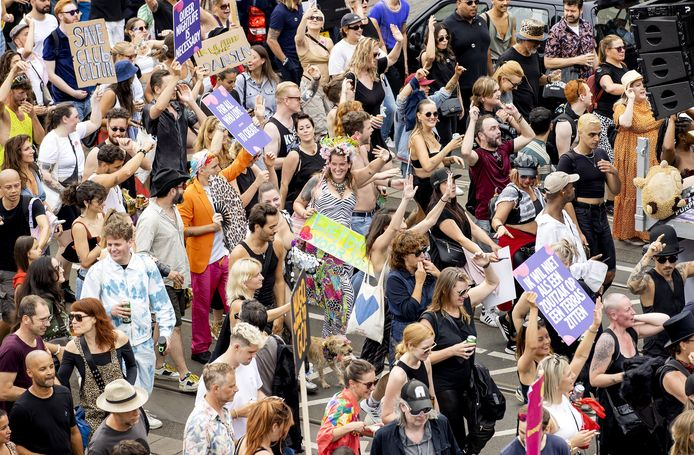 Met de protestmars Unmute Us, die tegelijkertijd in diverse steden wordt gehouden, wordt gedemonstreerd tegen de coronamaatregelen. Organisatoren van festivals en evenementen eisen dat evenementen vanaf 1 september weer met volledige capaciteit mogen plaatsvinden.