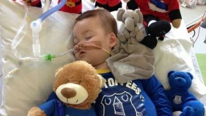 Ouders van doodzieke Alfie (2) met verstomming geslagen: zoontje ademt zelfstandig nadat artsen machines definitief stopzetten
