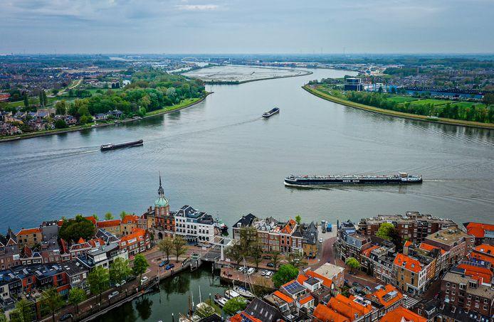 Het Drierivierenpunt bij Dordrecht is het drukste vaarpunt van Europa.