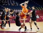 Gladde vloer gevaar voor handbalsters: 'Blij dat we geen blessures hebben opgelopen'