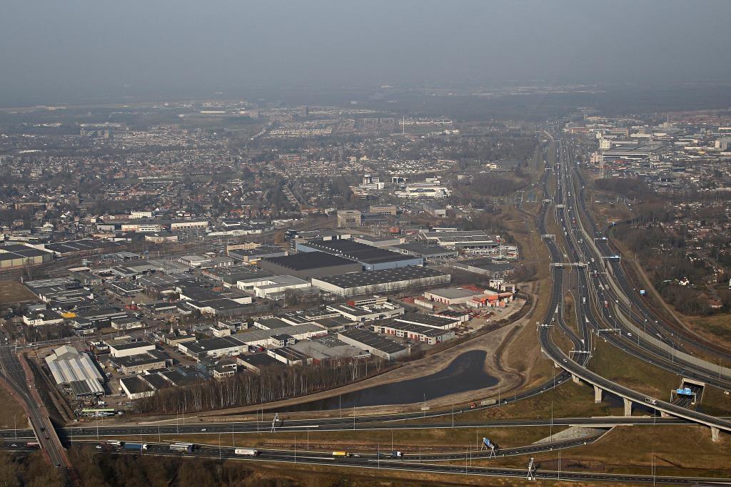 Het deel van bedrijventerrein De Run in Veldhoven waar de nieuwe snelfietsroute richting ASML moet komen, met rechtsonder knooppunt De Hogt