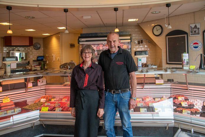 Rina en Gerrit Ponsteen werken toe naar hun laatste dag als slager in Elburg. Op 9 oktober komt er een einde aan Slagerij Beekman, een begrip in Elburg.
