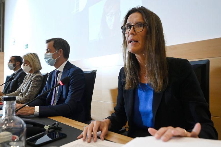 'We vragen aan iedereen die nog in Kaboel is om zich te melden', zegt buitenlandminister Sophie Wilmès (MR). Beeld Photo News