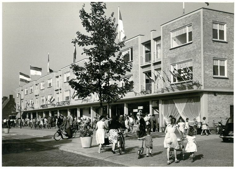De eerste winkelgalerij van Helmond, geopend in 1959. Beeld rv