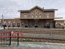 Het Goorse station draagt weer zijn originele kleuren uit 1864