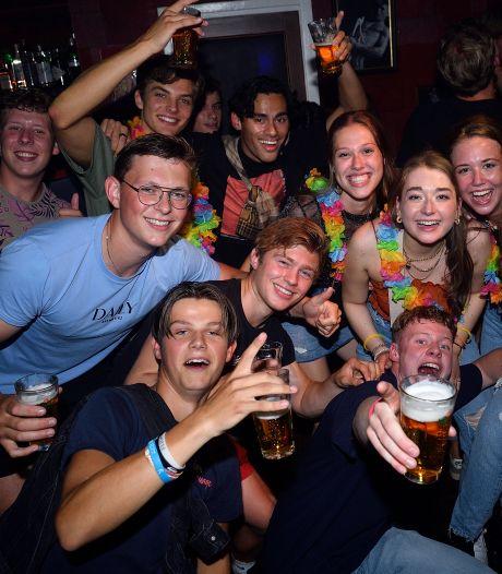Na 15 maanden eindelijk weer uitgaan in Amersfoort: 'Mensen ontmoeten, lekker dansen, alles vergeten'