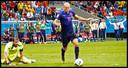Een onvergetelijk duel op het WK 2014: Nederland-Spanje. Arjen Robben passeert Iker Casillas en is op weg naar de 5-1! De reservebank van Oranje ontploft van vreugde.