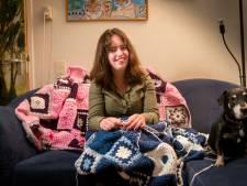 Mariska (19) haakt in de bus voor zieke kinderen