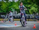 Kinderfietspaden op veldjes om aan het verkeer te wennen