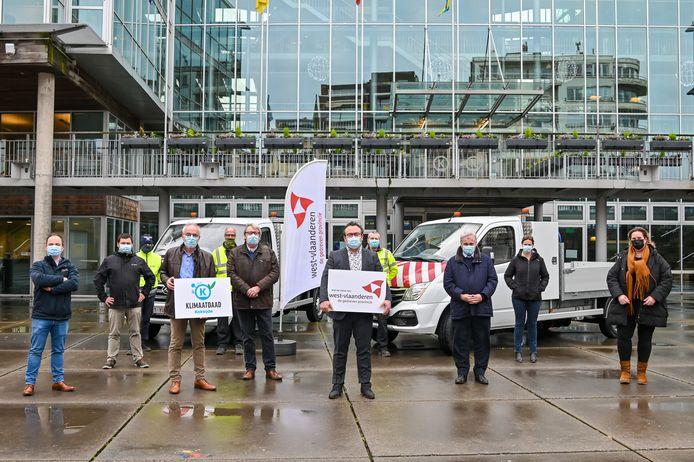 Met de steun van de provincie West-Vlaanderen heeft Koksijde twee elektrische bestelwagens met laadbak aangekocht.