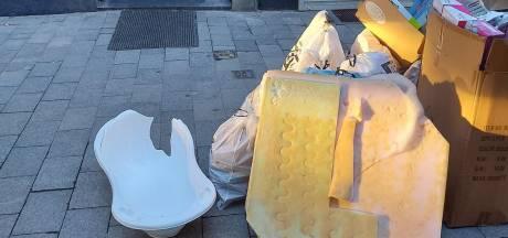Sluikstorters betrapt tijdens dumpen van zetels, planken en kinderbad
